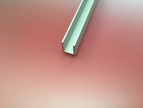U égal aluminium anodisé